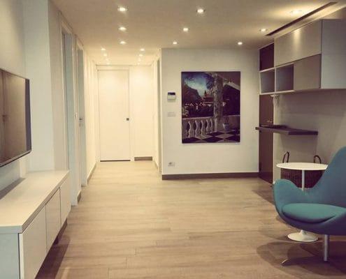 Ristrutturazione di un appartamento con vista mare a Mentone in stile moderno