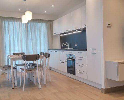 Ristrutturazione di un appartamento in stile moderno con vista mare a Mentone