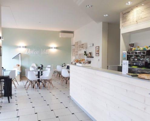 Interni in stile scandinavo per una gelateria ristrutturata a nuovo a Pratosesia