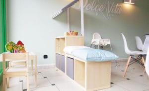 Area bimbi handmade all'interno di una gelateria in stile scandinavo