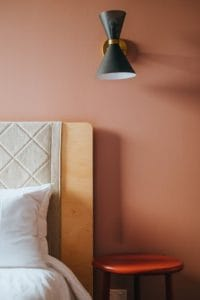 Bisogna scegliere con cura le vernici da utilizzare per arredare una casa in maniera ecofriendly