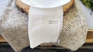 Fetta di legno da utilizzare come sottopiatto nella tua tavola apparecchiata in estate
