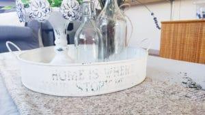 Utilizza un vassoio in ferro per portare a tavola le pietanze in estate