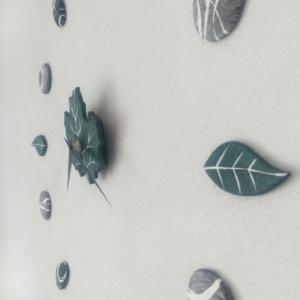 Orologio adesivo da parete realizzato in cartapesta