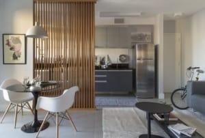 come separare gli ambienti di casa con elementi divisori di design