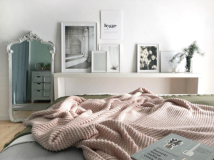 Idee per decorare la camera da letto con le stampe